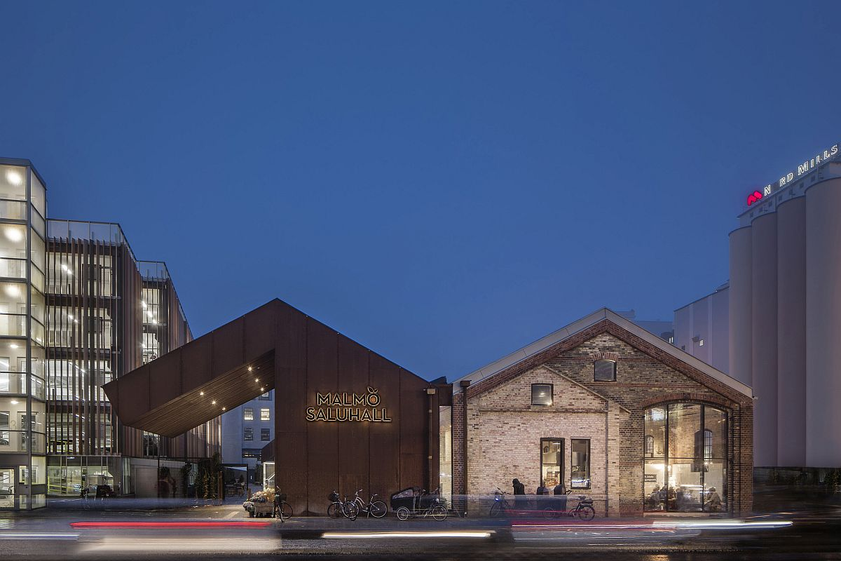 Roofless industrial building turned into a modern market hall