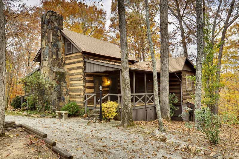 30 magical wood cabins to inspire your next off the grid vacay for Log cabin builders in alabama