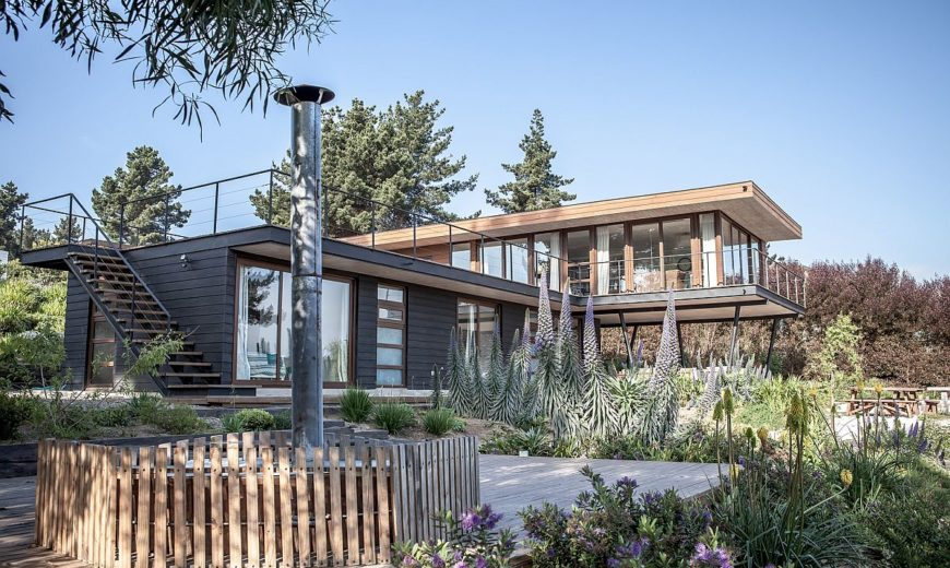 Tavonatti House Combines Inverted Floor Plan With Ocean Views