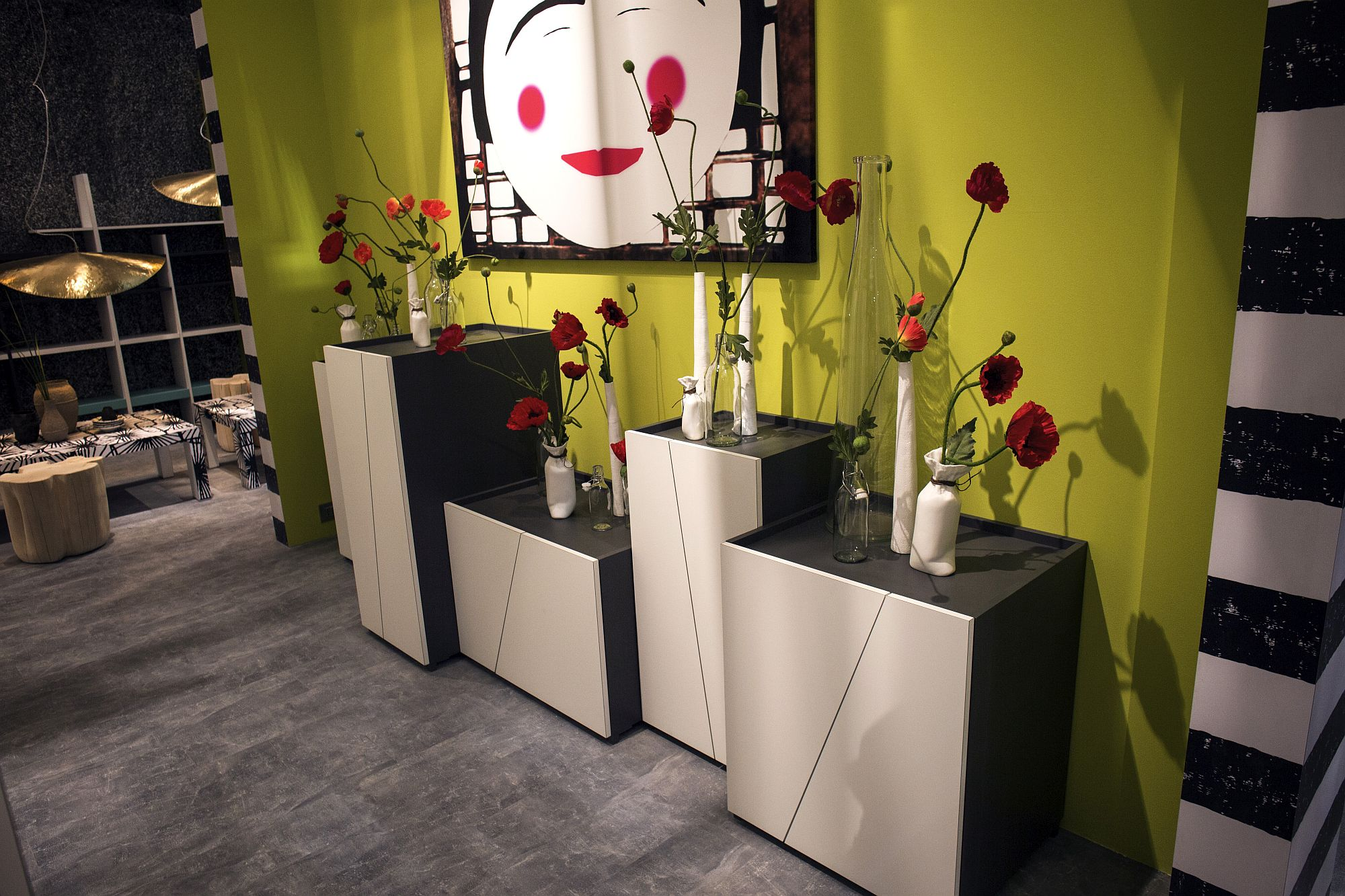 Slim-white-vases-coupled-with-fabulous-flowers-in-red