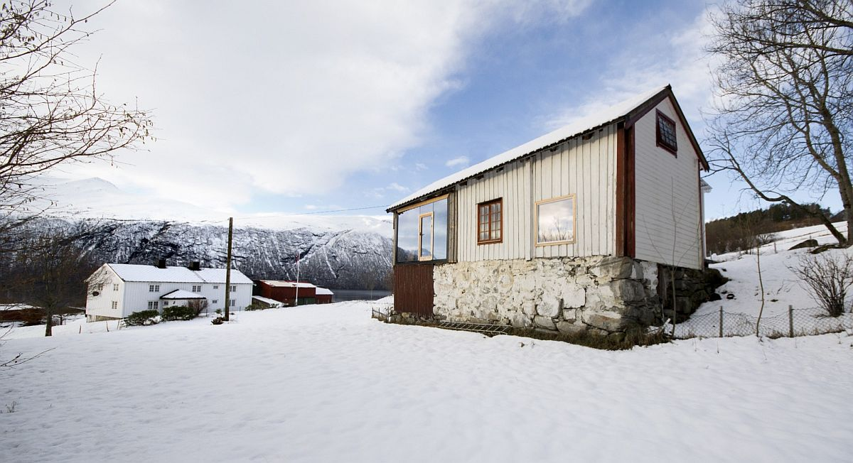 Revamped Norwegian Cabin Mesmerizes With Fjord And