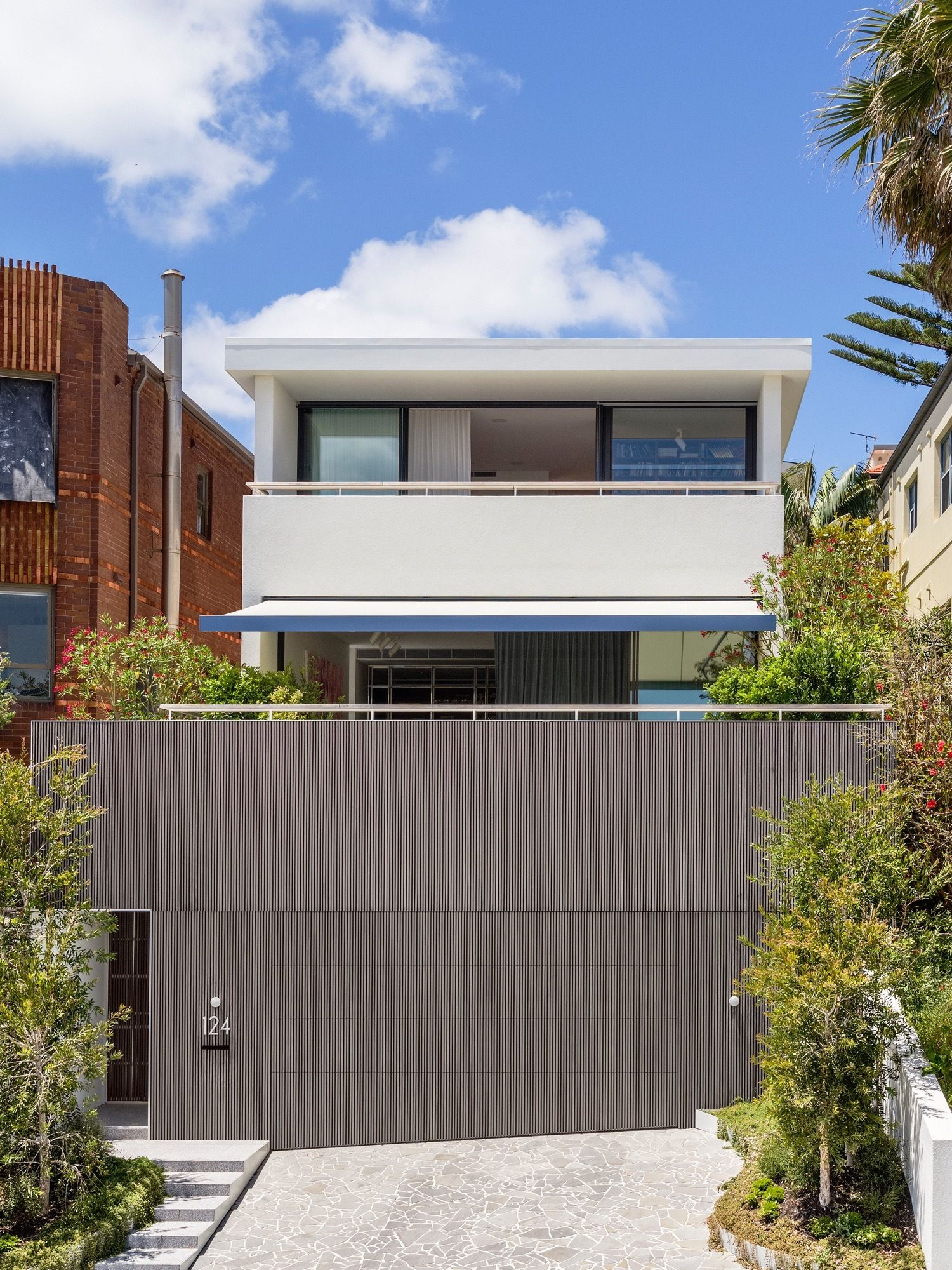 North Bondi Ii Residence Modern Beach Style With Colorful