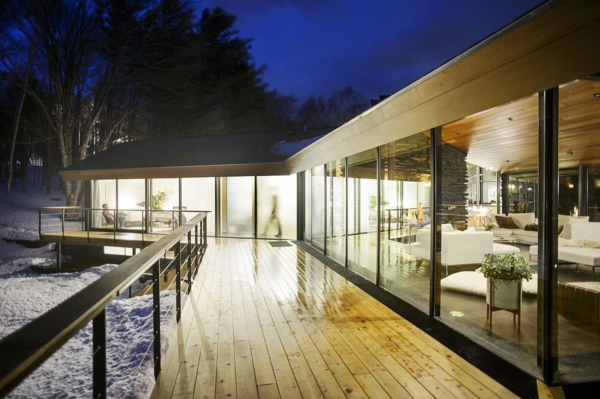 Sweeping-deck-around-the-open-living-area