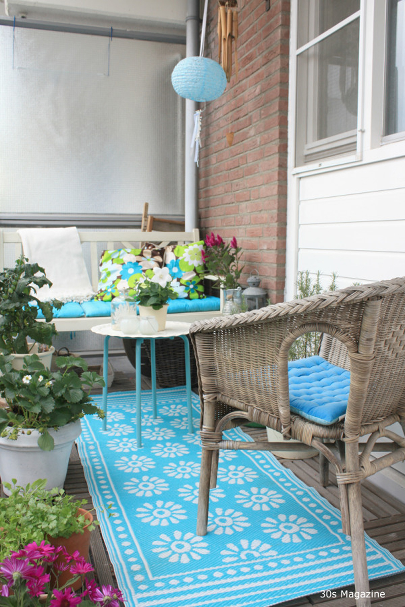 Tiny balcony with baby blue decor pieces