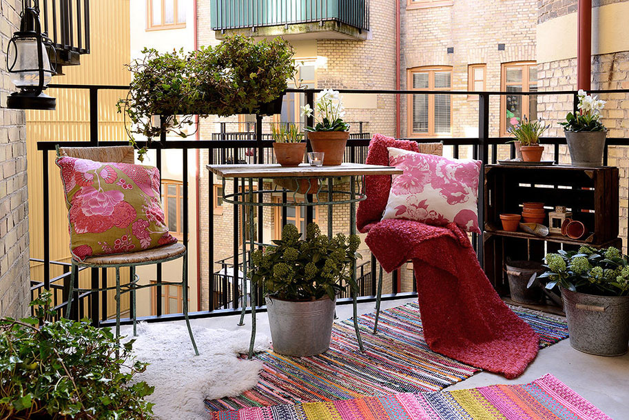 Tiny industrial balcony with impeccable pink decor