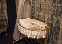 Touch-of-gold-for-those-who-prefer-a-luxurious-Victorian-style-in-the-nursery-217x155
