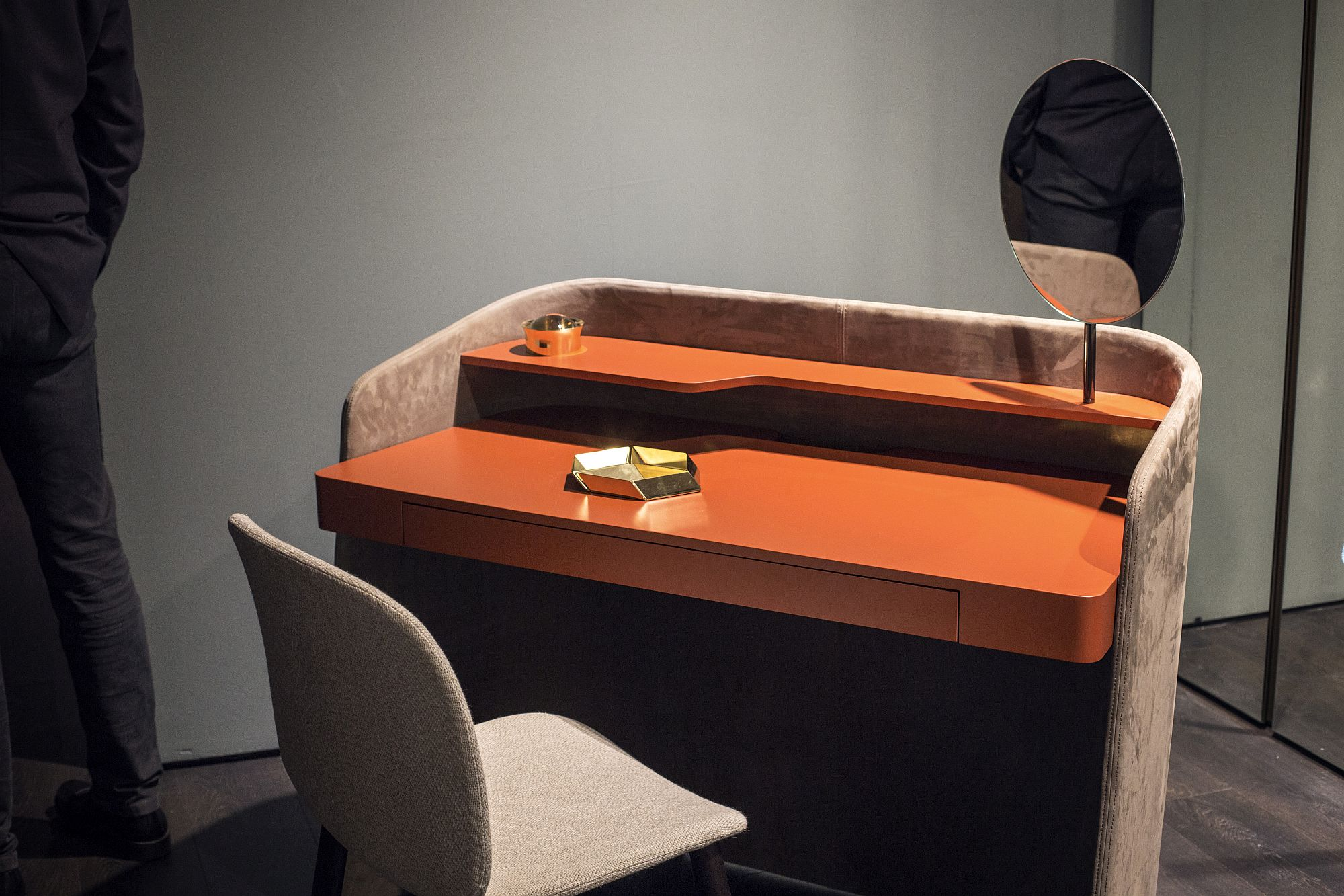 Touch of orange for the workdesk from Pianca