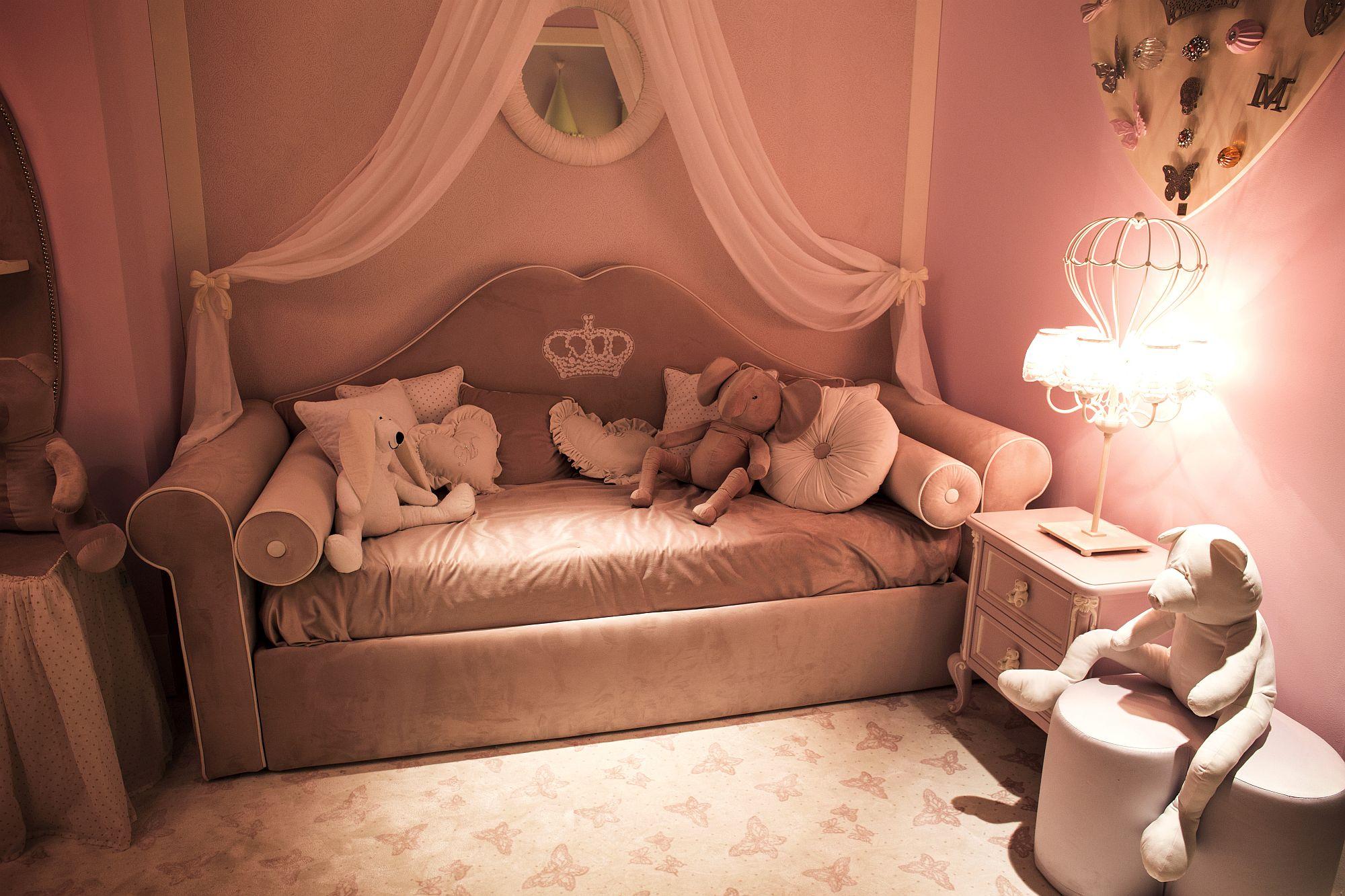Trendy-pink-girls-bedroom-decor