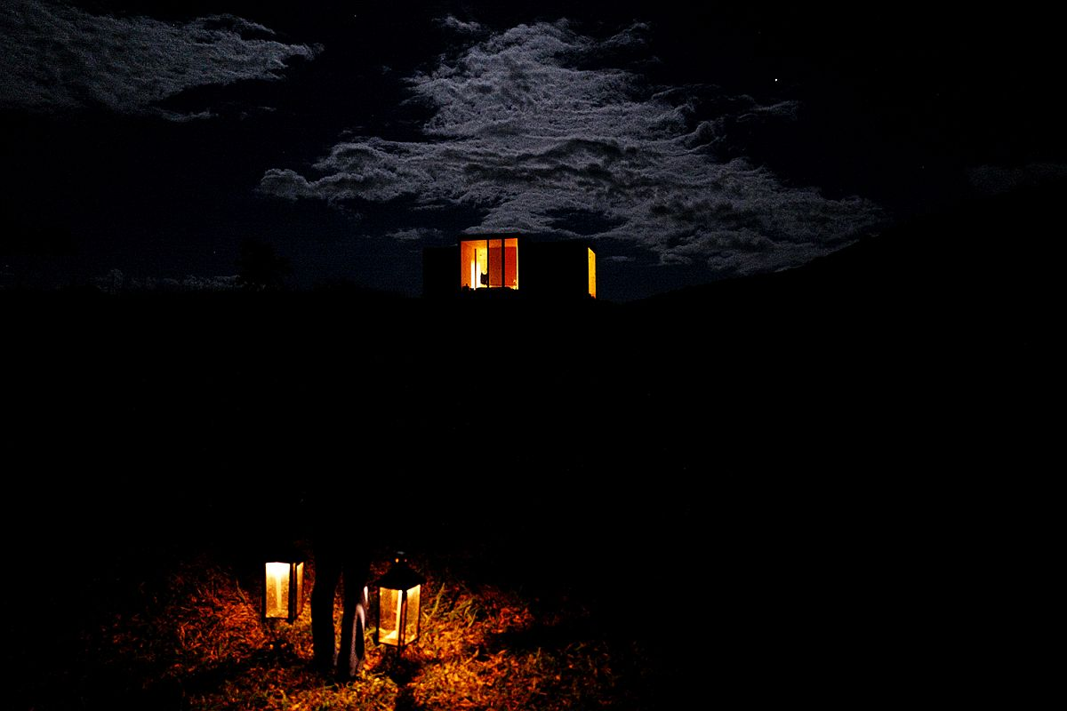 View-of-the-stunning-prefab-after-sunset