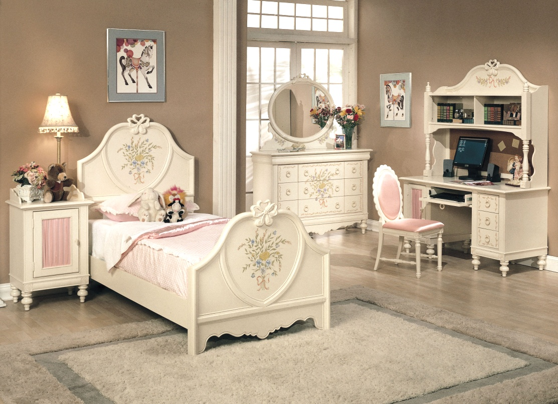 30 vintage kids rooms that stand the test of time - White bedroom furniture for girl ...
