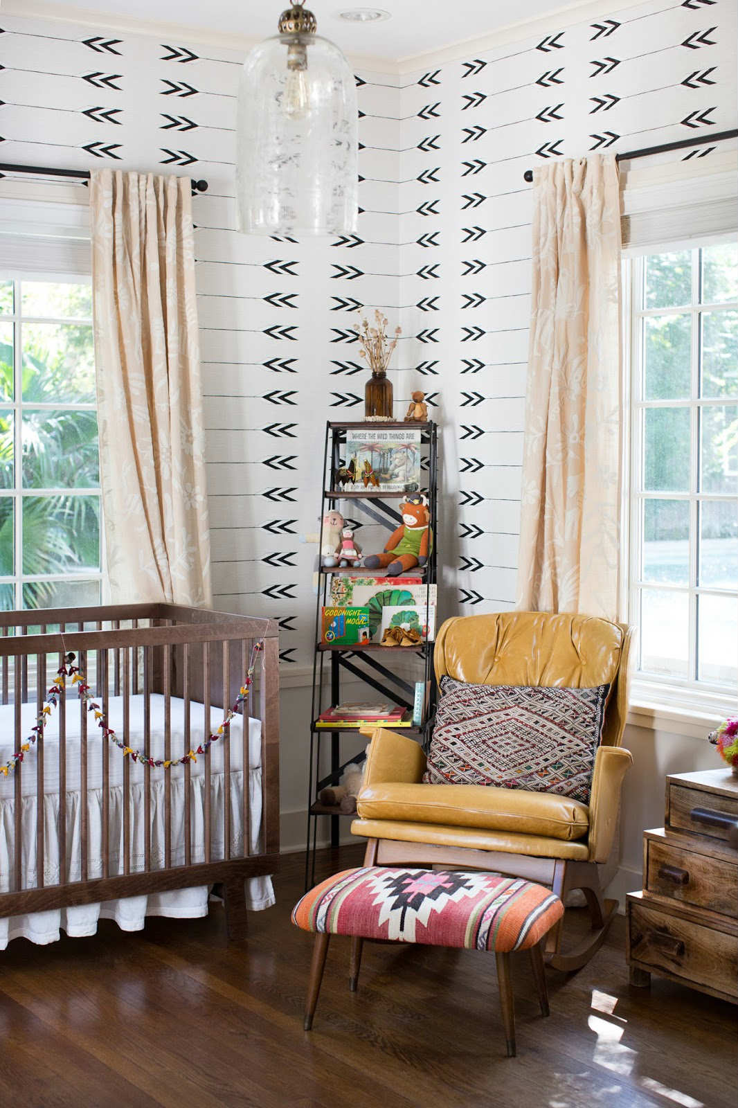 Vintage kids room with a balanced but versatile interior
