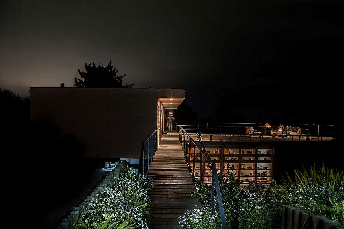 Walkway-connects-the-various-structures-of-the-home