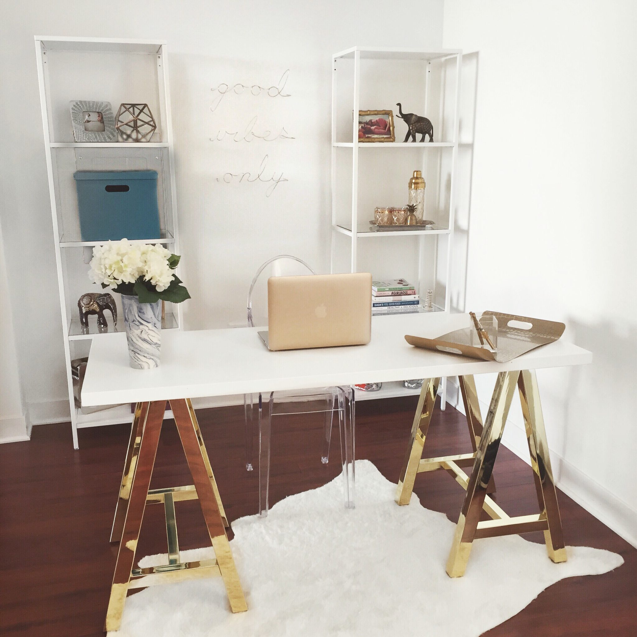 White home office with memorable golden characteristics