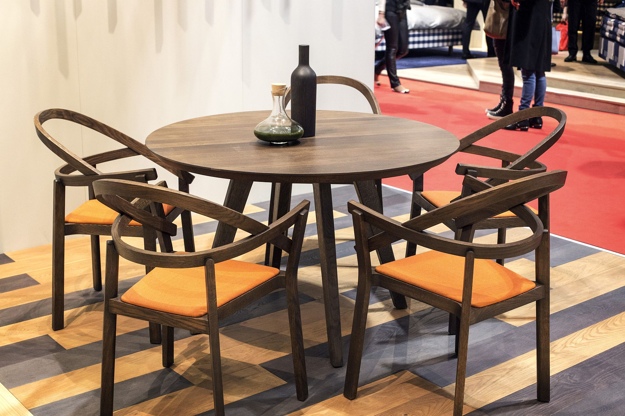 Wood combined with orange hue to create lovely dining table chairs
