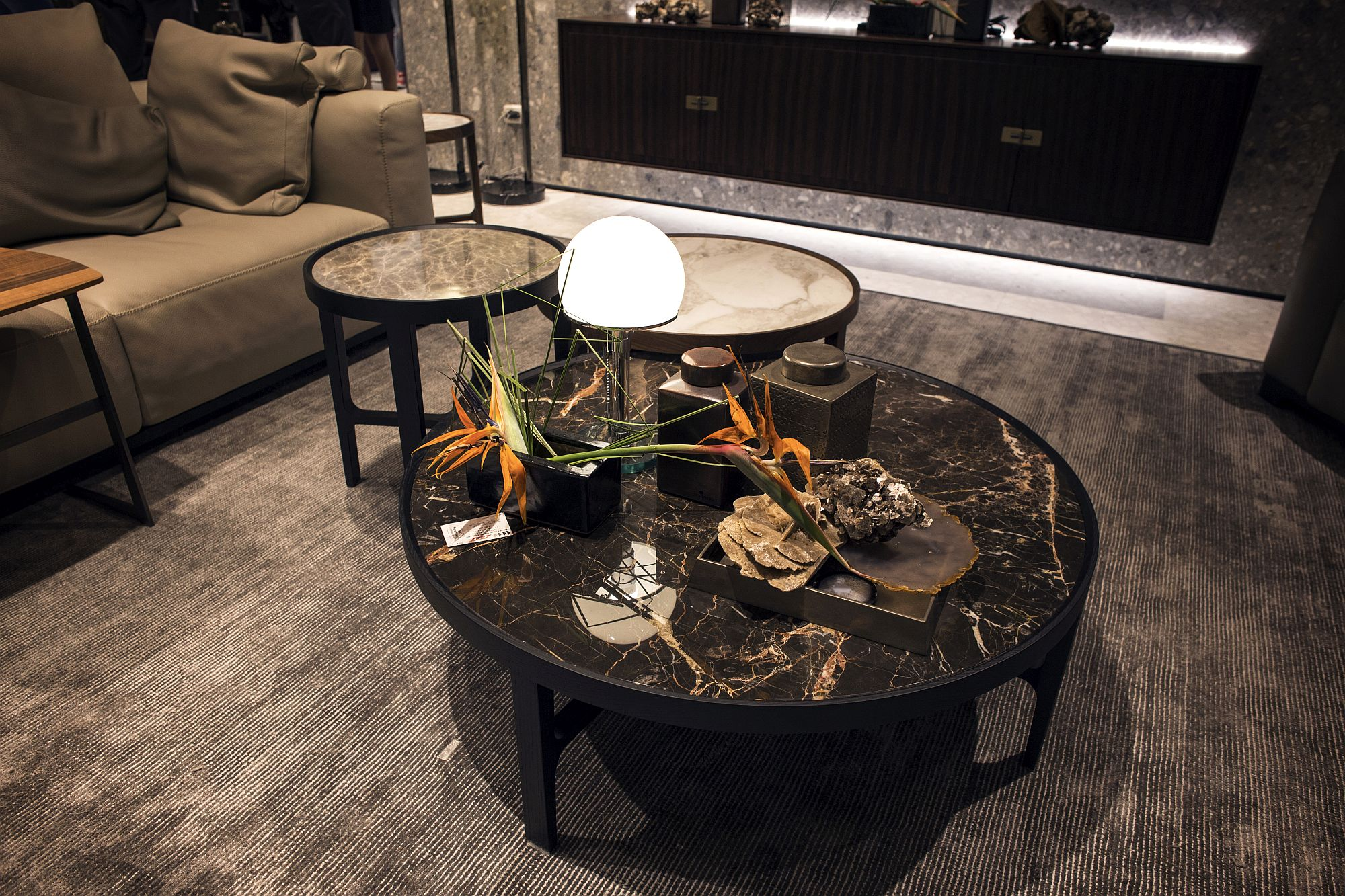 A-touch-of-marble-ushers-sophistication-into-the-living-room