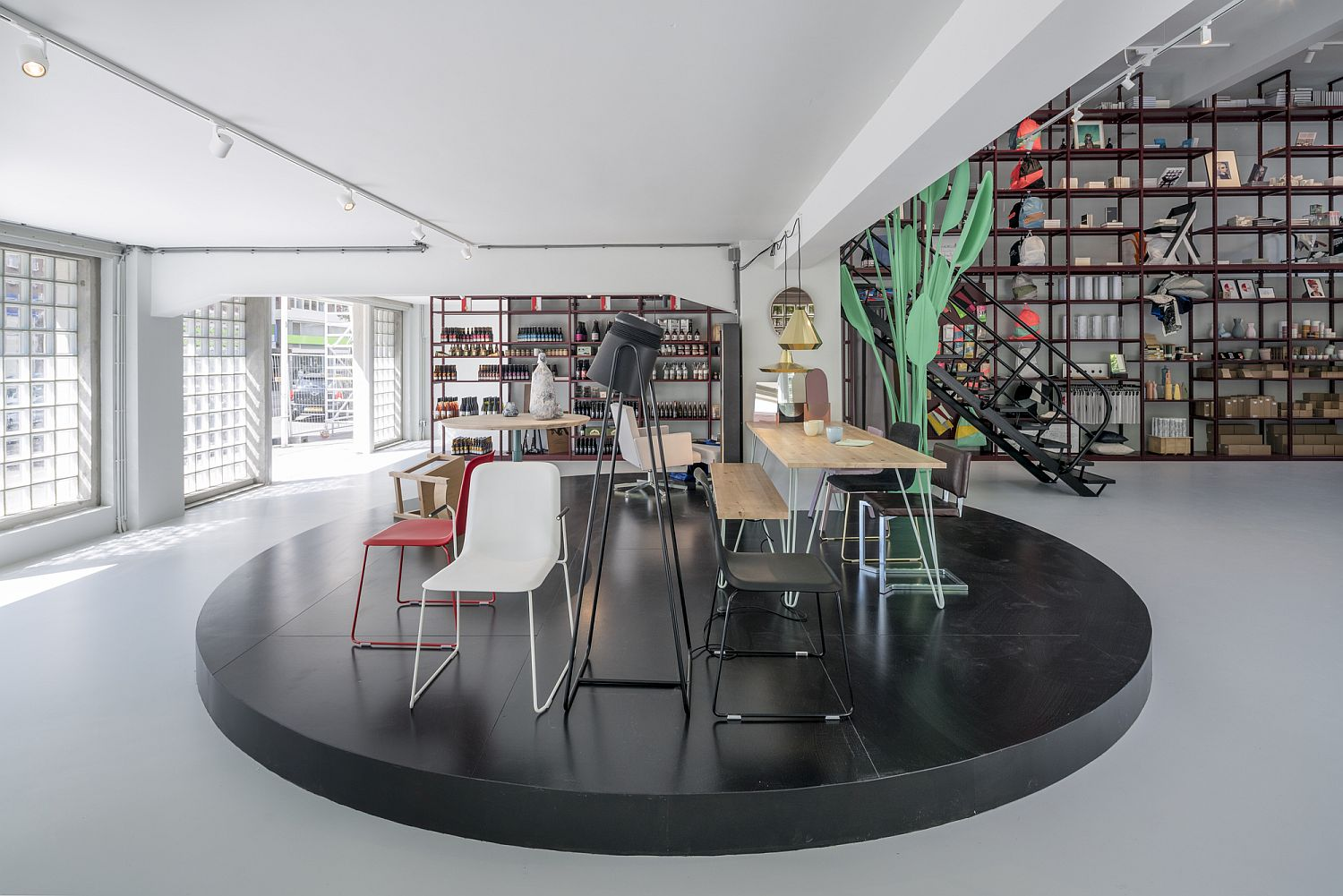A-touch-of-mint-green-revitalizes-the-open-interior