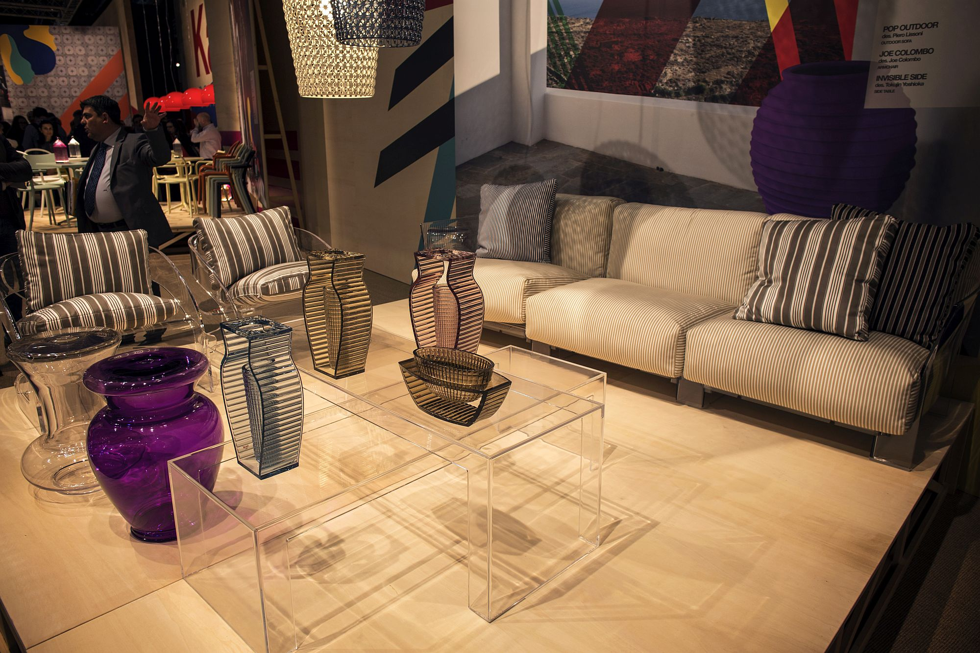 Acrylic-coffee-tables-bring-visual-lightness-to-living-room