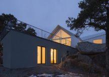 Beach-level-entry-of-the-contemporary-villa-in-Finland-217x155
