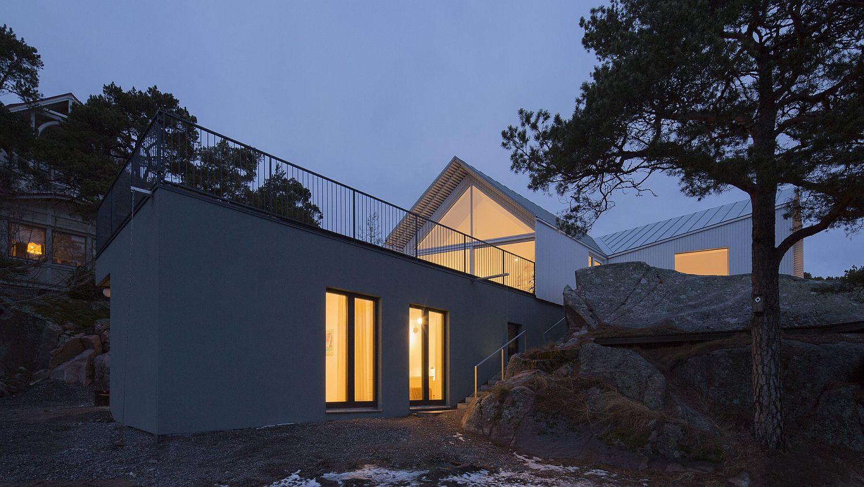Beach level entry of the contemporary villa in Finland