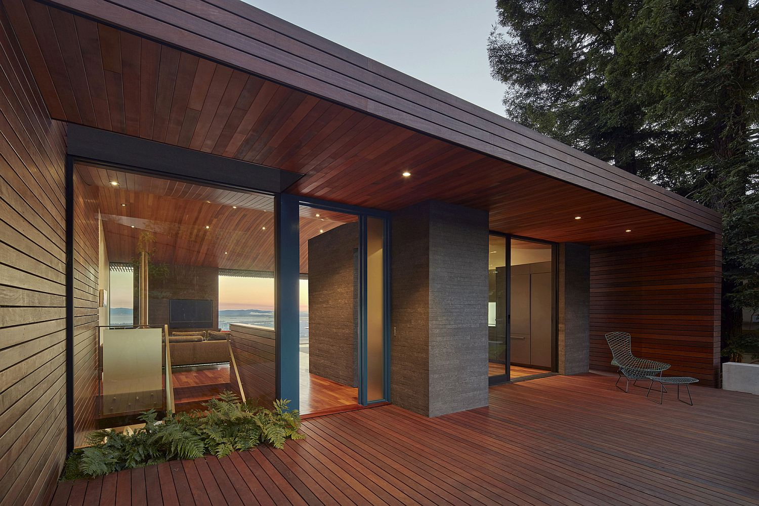 Beautiful-wooden-deck-and-ceiling-give-the-modern-home-plenty-of-warmth-visually