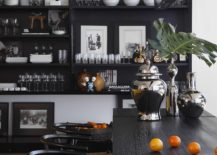 Black-brings-sophistication-and-modernity-to-the-contemporary-kitchen-217x155