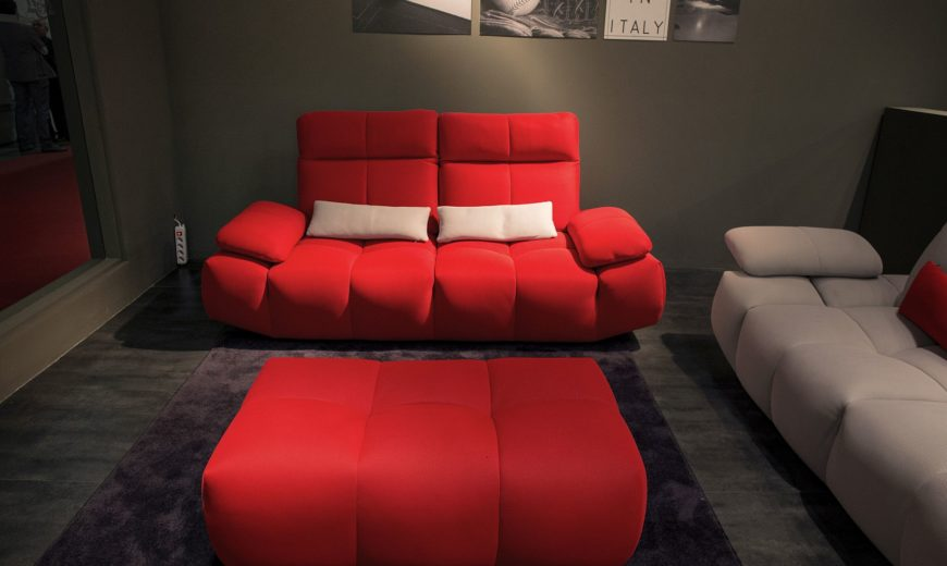 Seasonal Finds: Trendy Sofas and Sectionals that Captivate with Color