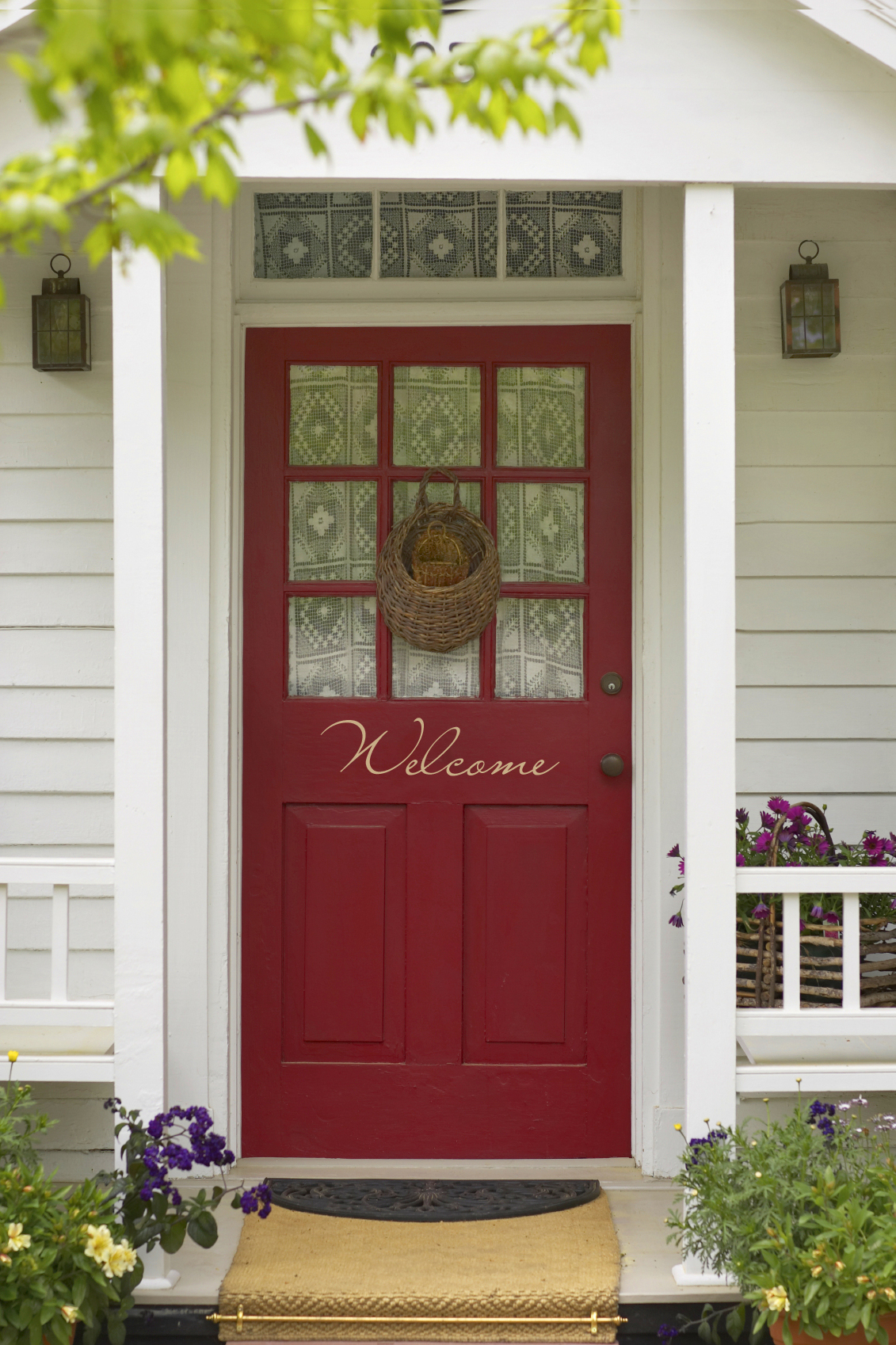 Creating a charming entryway with red front doors boldness of the entryway rubansaba