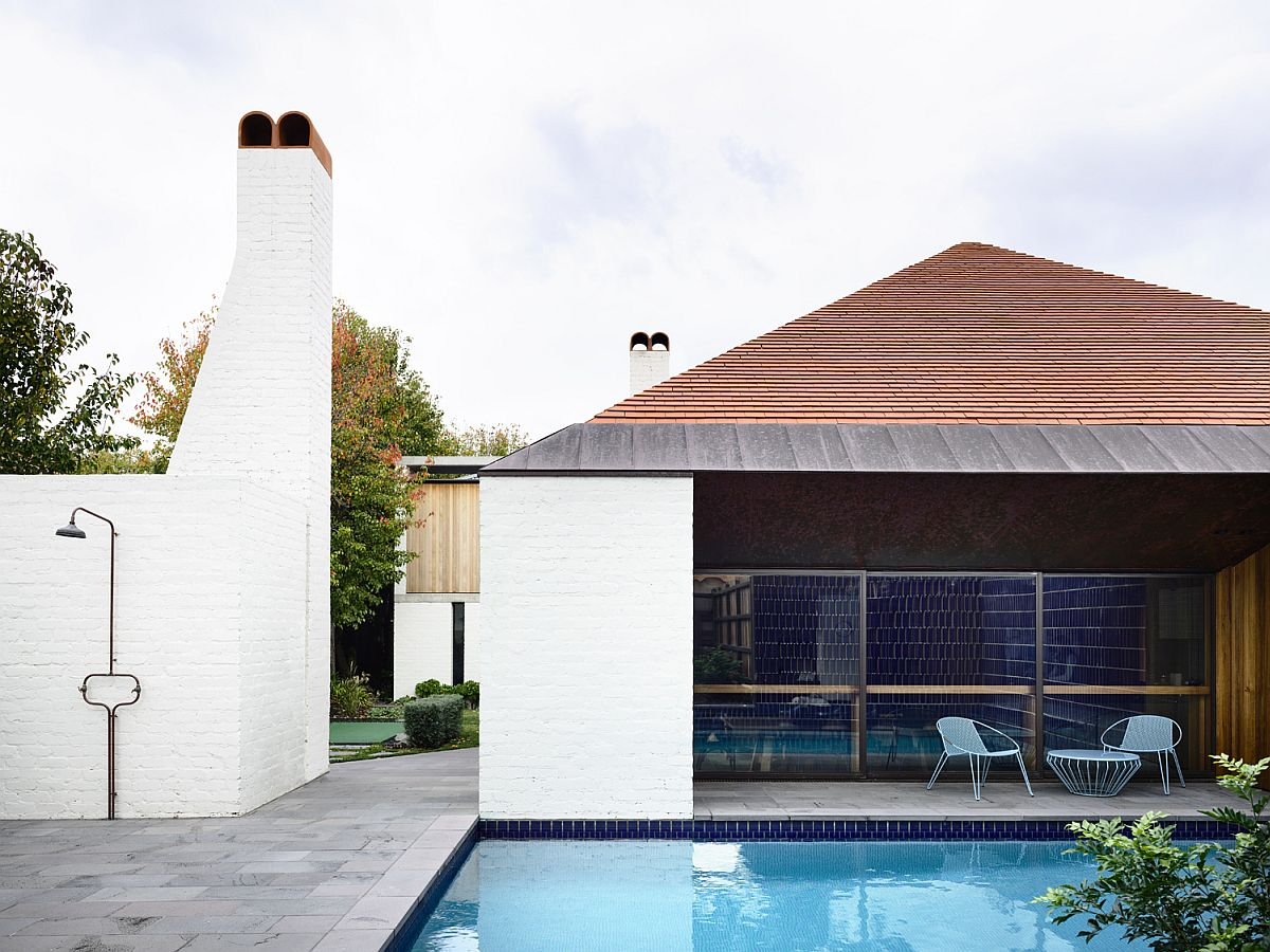 Chimneys-and-brick-exterior-of-the-modern-Aussie-home