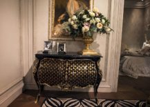 Classic-entry-console-table-in-balck-and-gold-decorated-beautifully-217x155