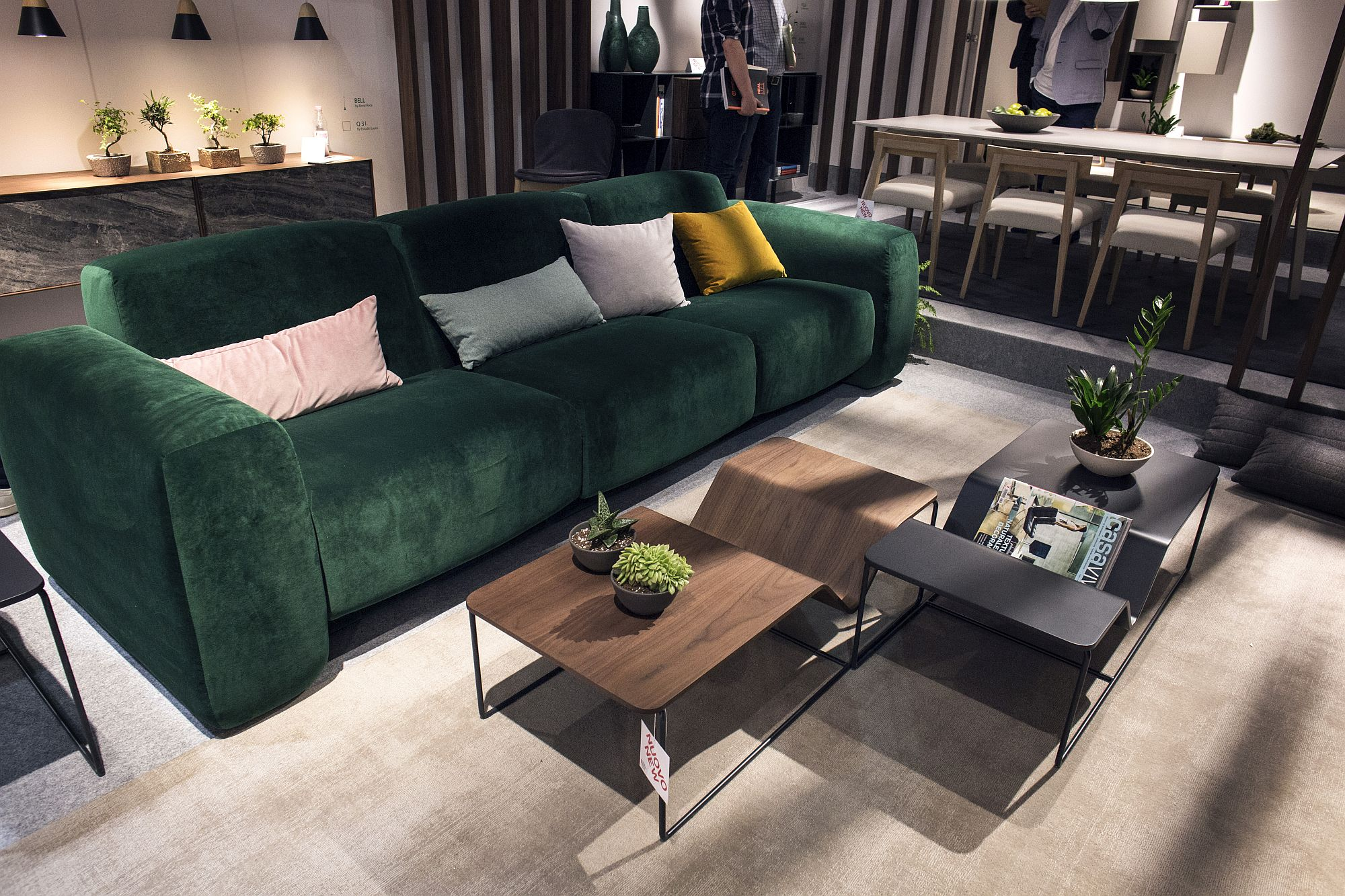 Comfy couch in bold green from Loyra Time