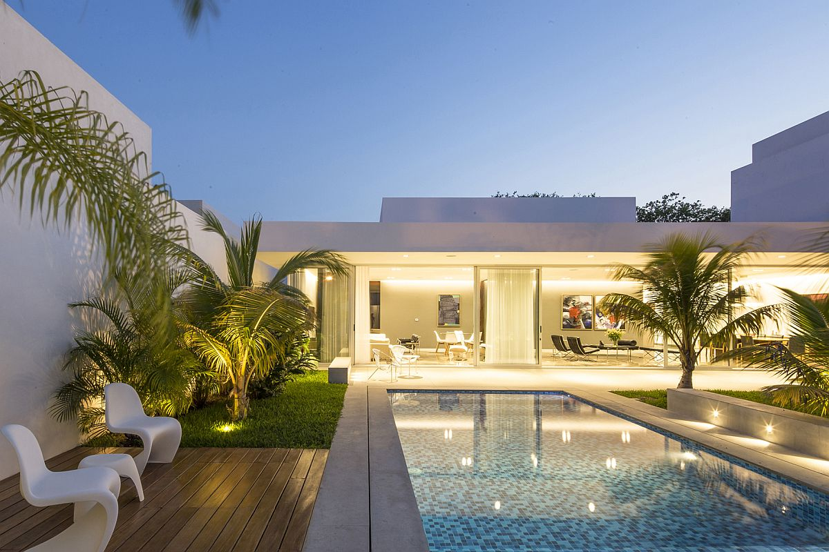 Contemporary-outdoor-chairs-and-small-side-table-for-the-poolside-deck