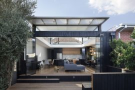 Roof that Curves Upwards Brings Light into This Revitalized Aussie Home