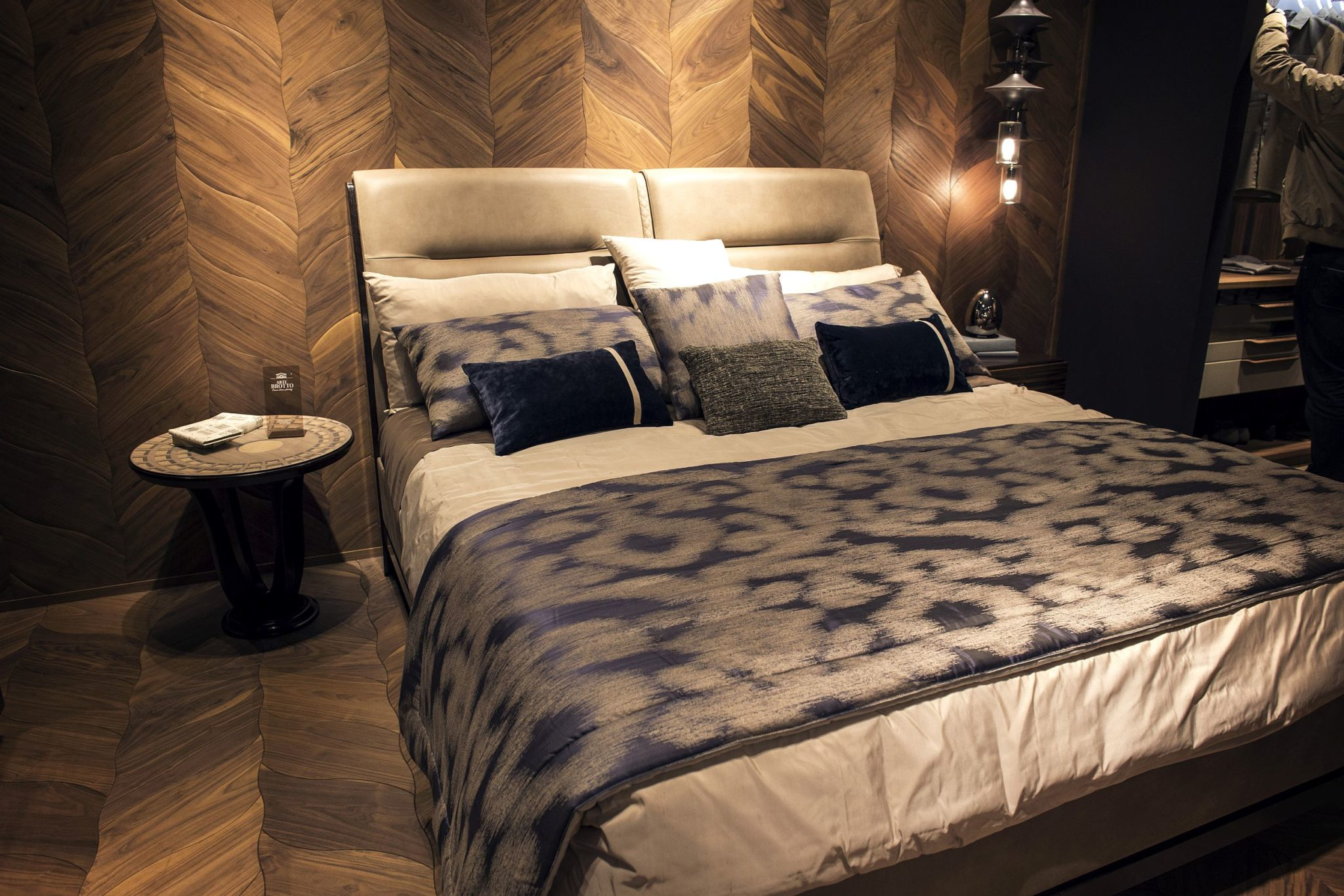 Creating-luxury-with-modern-aesthetics-in-the-bedroom