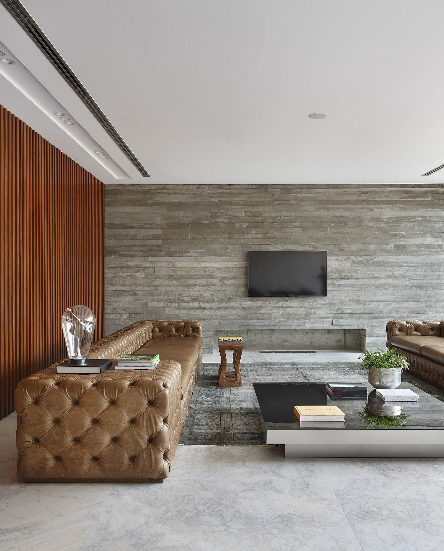 Cumaru wood and concrete give the interior an inviting, contemporary style