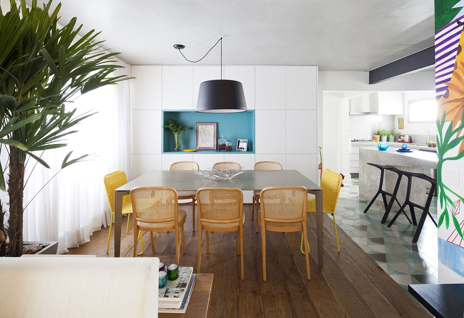 Dark black pendant for the smart dining room with clever shelving