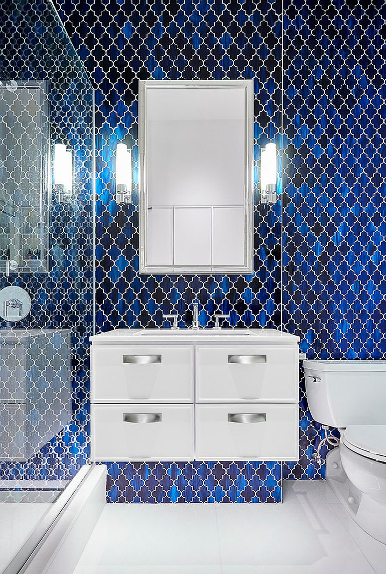 Dazzling-blue-tiles-bring-glitter-to-the-bathroom