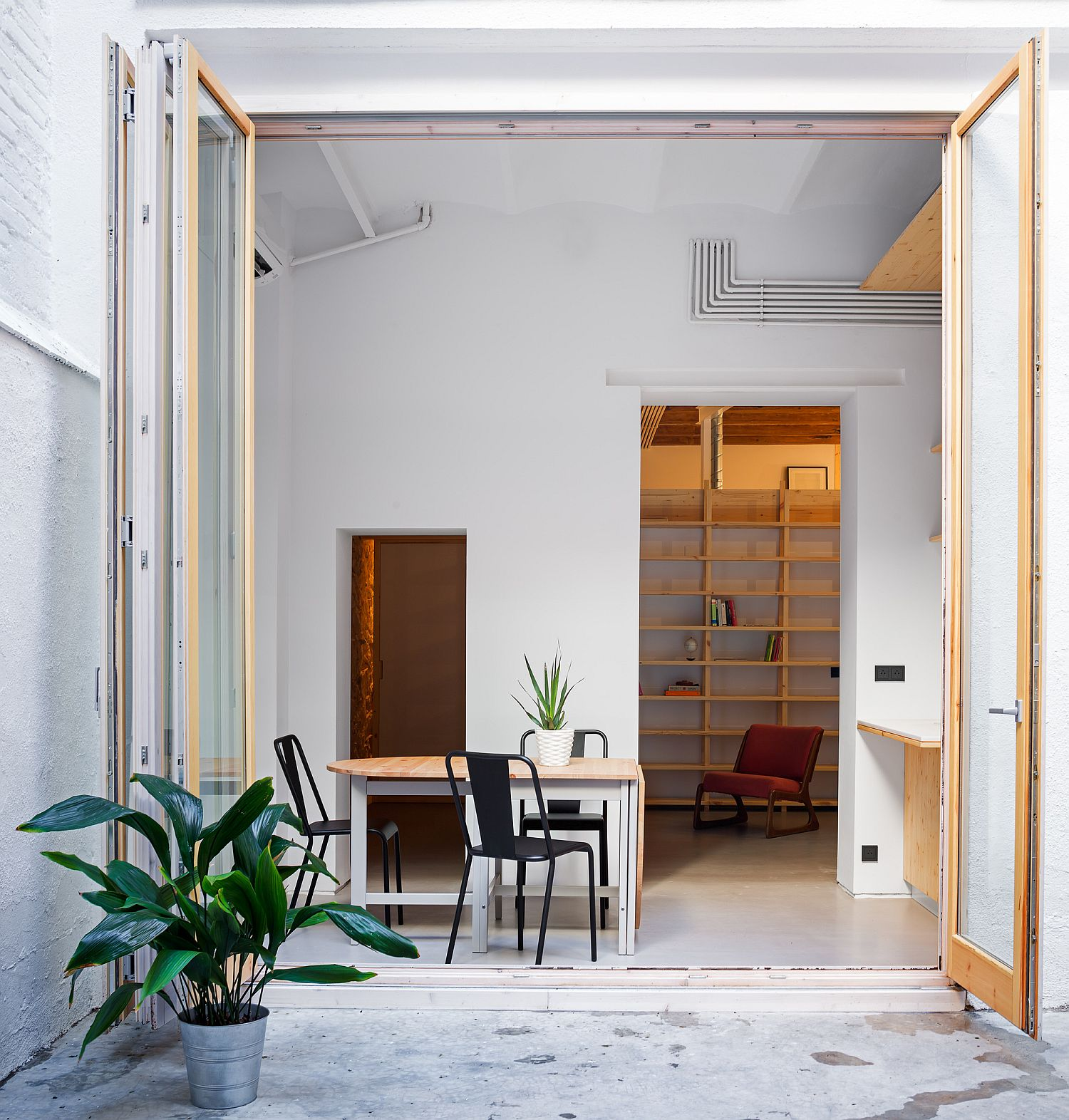 Barcelona Apartments: Small Apartment In Barcelona Serves As A Relaxing Second Home