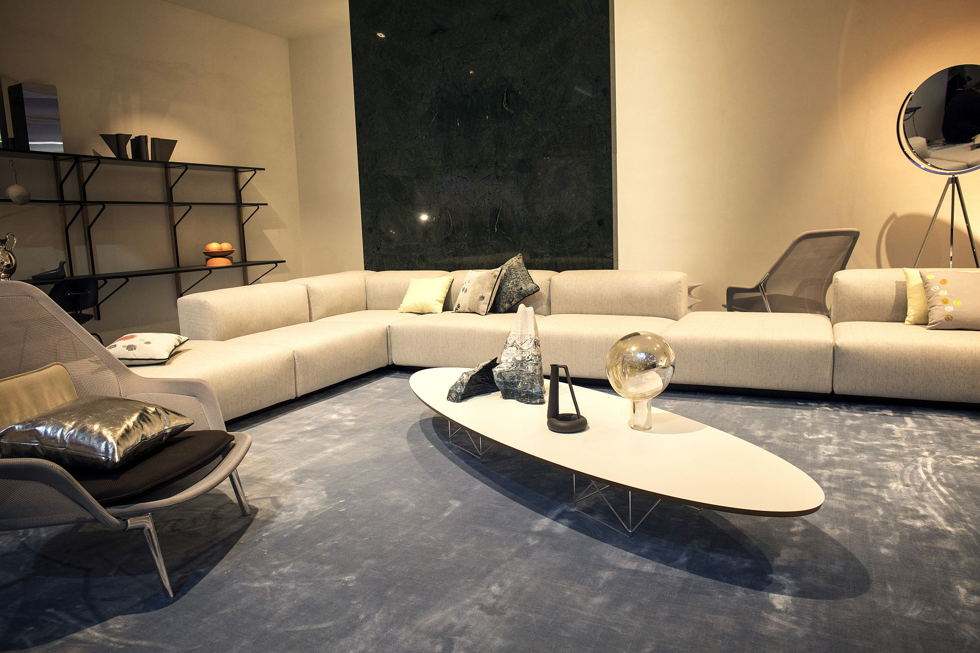 Eliptical-coffee-table-in-white-is-perfect-for-the-living-room-with-low-ceiling