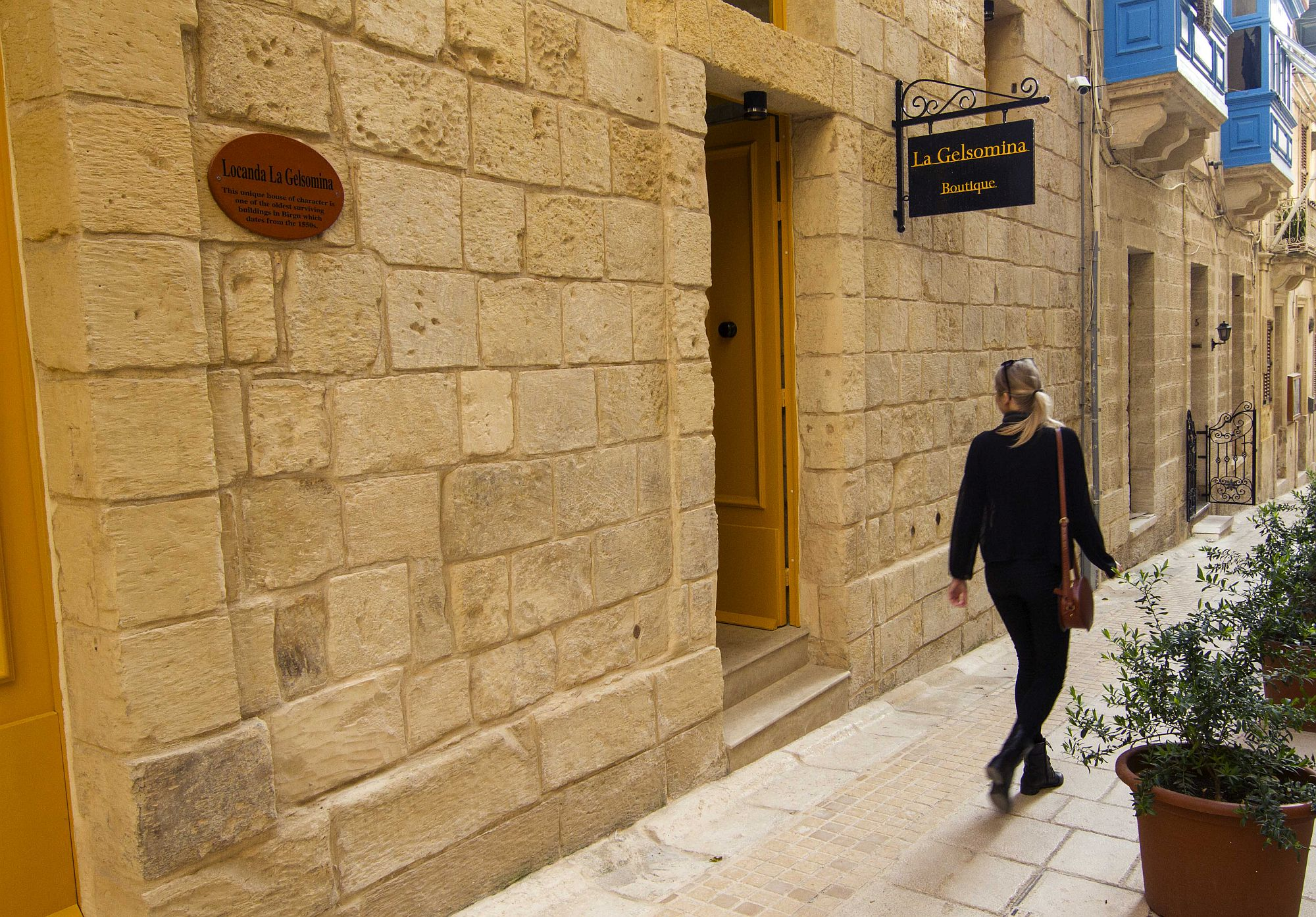 Entrance of the luxurious boutique hotel Locanda La Gelsomina in Birgu