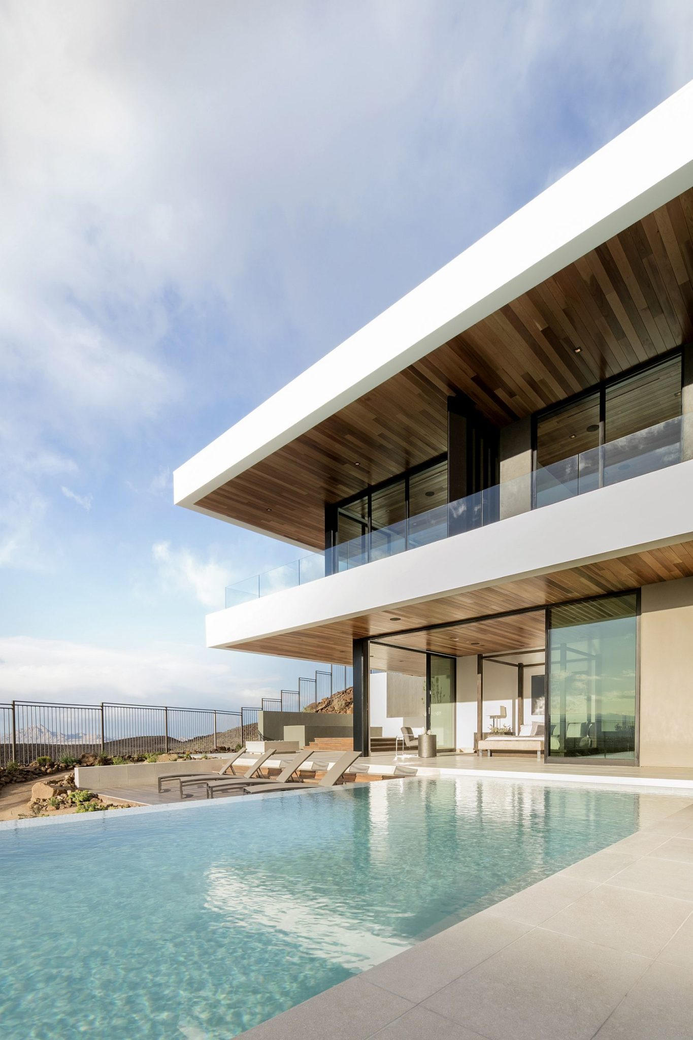 Expansive-deck-and-pool-area-of-Ascaya