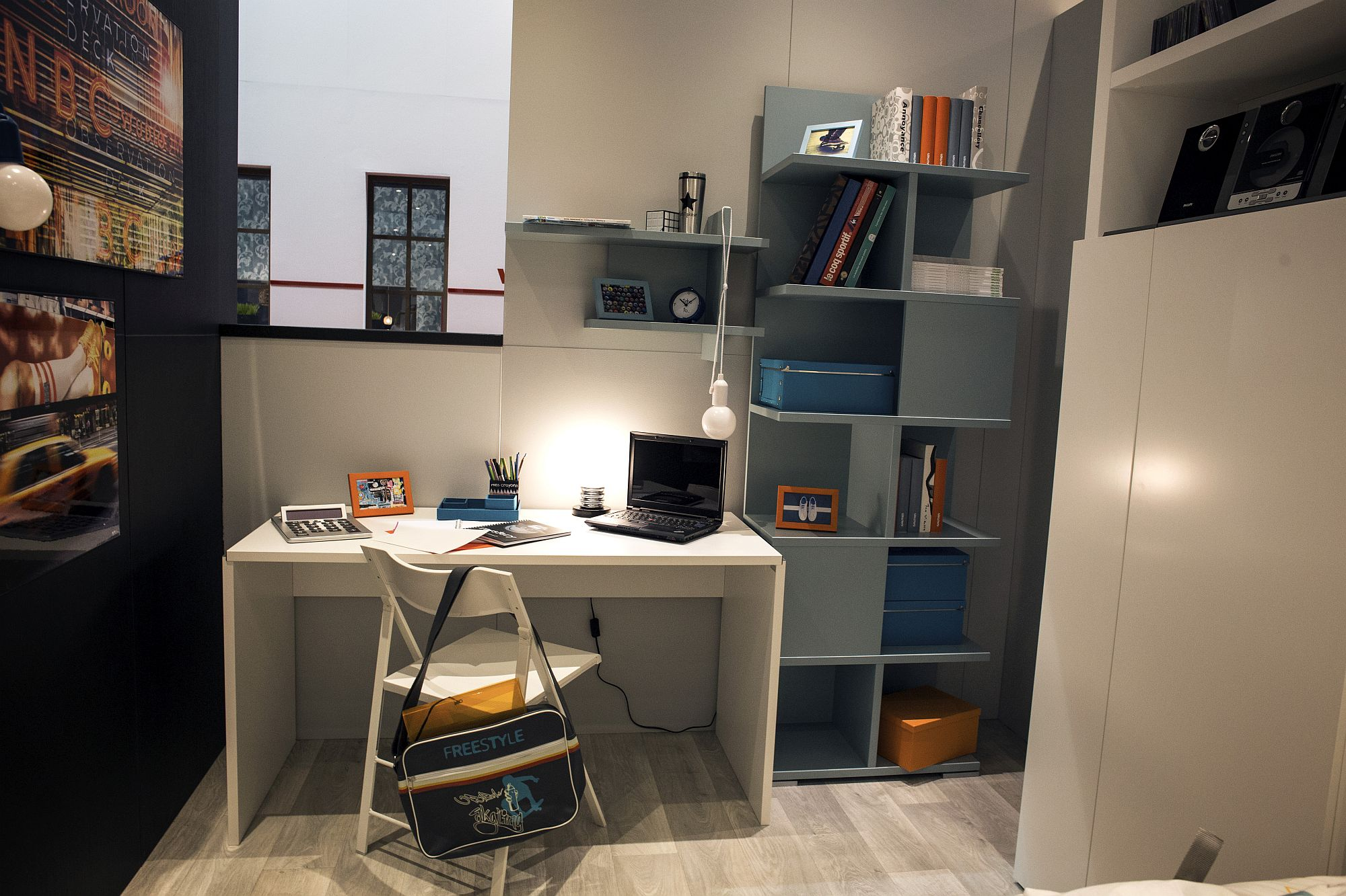 Freestanding unit of shelves next to the homework station