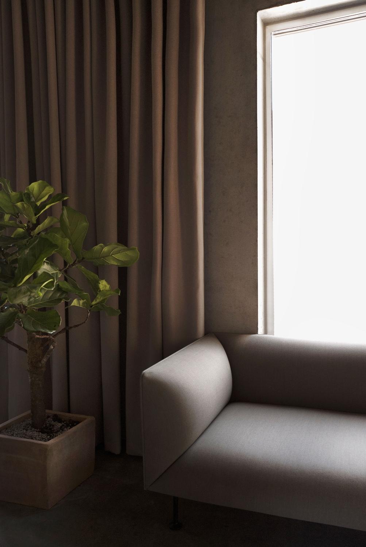 Godot-sofa-by-Iskos-Berlin