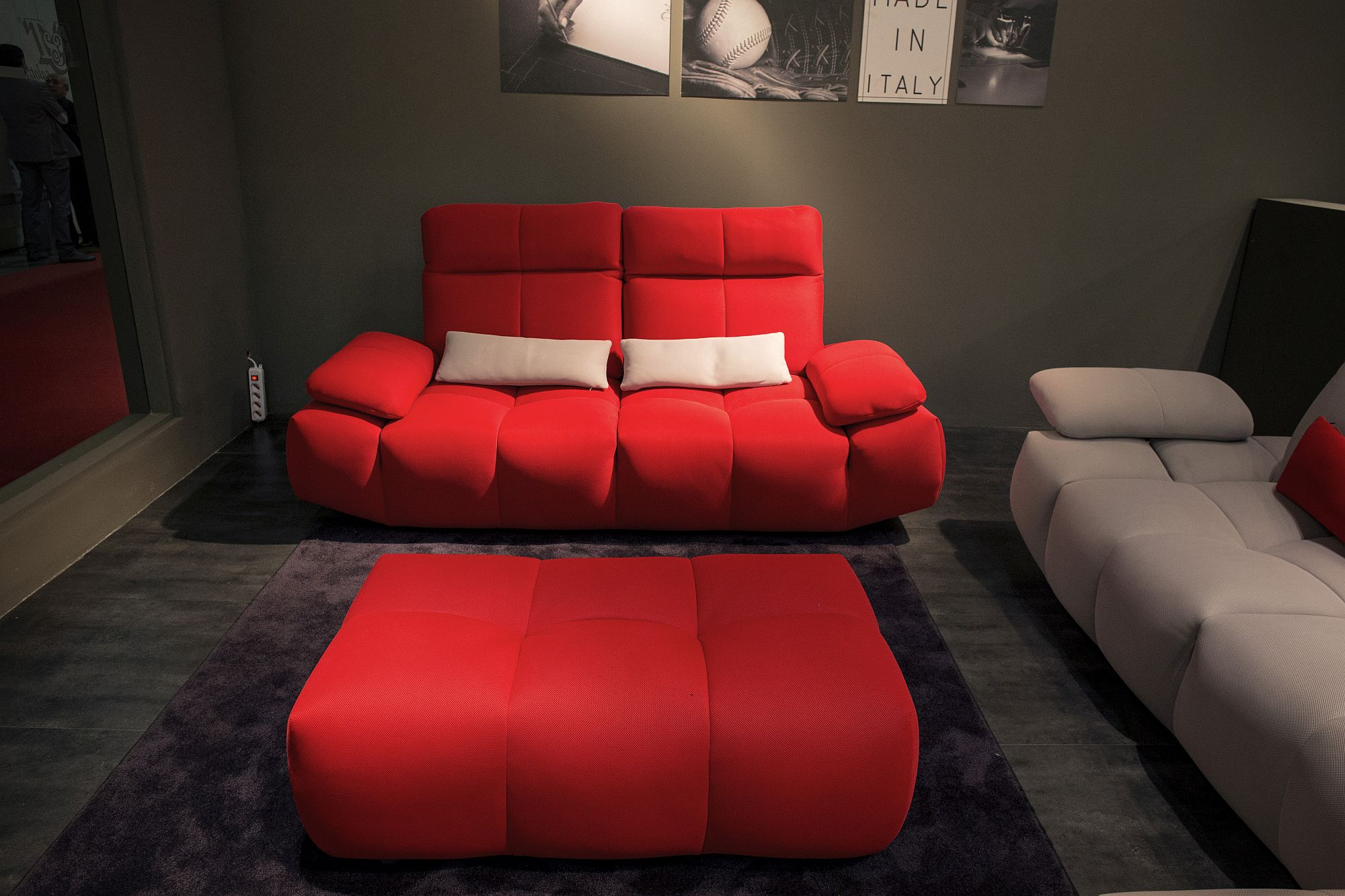 Gorgeous-tufted-coffee-table-in-brilliant-red