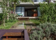 Greenery-and-lovely-yard-of-the-Bandeiras-House-217x155