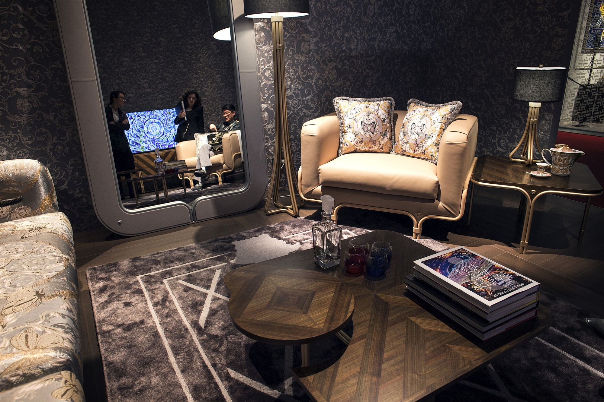 Large-mirror-with-modern-frame-from-Versace