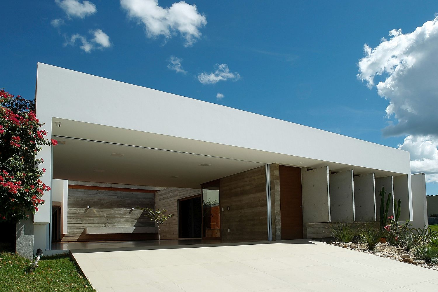 Large-overhangs-create-plenty-of-shade-around-the-house