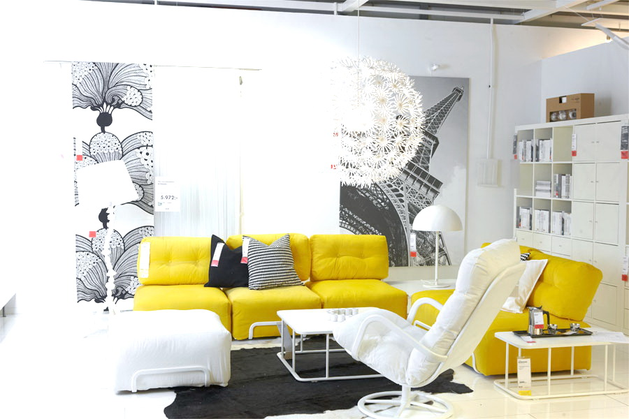Living room with a contrast between yellow sofas and white background