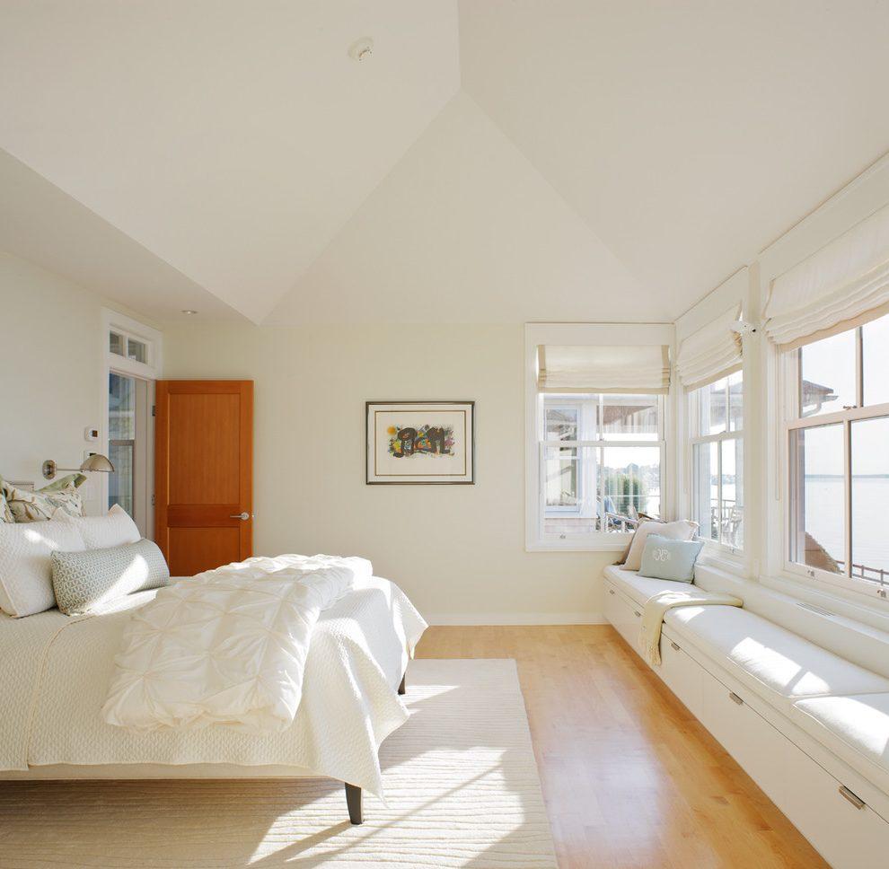 Minimal-and-unobtrusive-long-window-seat