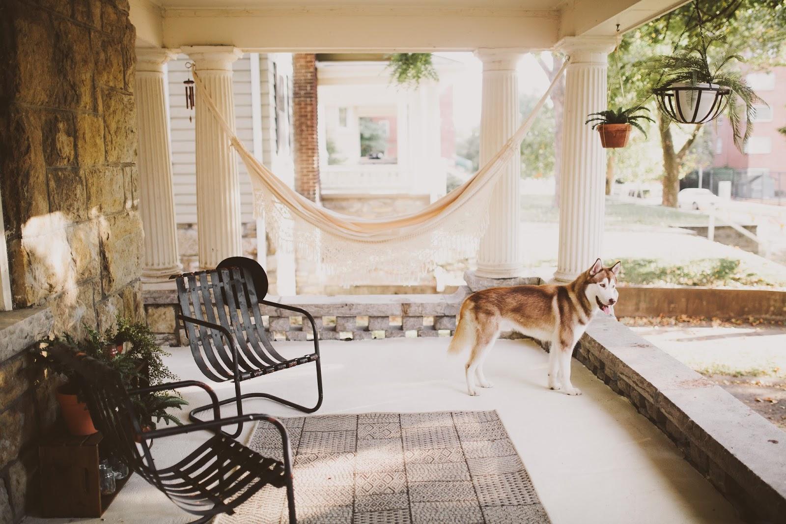 Minimalist-boho-hammock-on-the-front-porch-