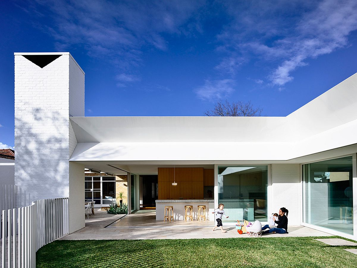 Modern alteration and extension of brick veneer Melbourne home This Post War House in Melbourne Gets a Cheerful, Modern Makeover!